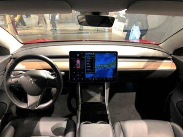 近未来的内装とリニアな加速を体感!【テスラ モデル3】内装・試乗レビュー